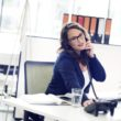 Okulary do pomieszczeń w pracy i w domu – do czego służą i czy są potrzebne?